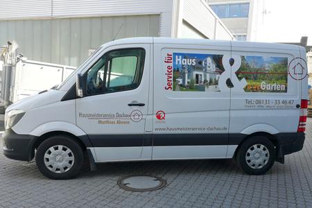 Mit unseren Einsatzfahrzeugen sind wir gut ausgerüstet und schnell vor Ort.