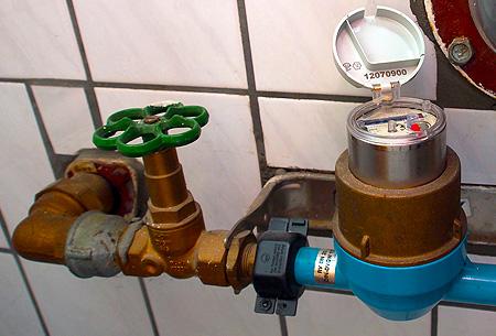 Die Reinigung von Wasserfiltern am Wasser-Hausanschluss, das Ablesen des Zählers und andere Wartungsarbeiten werden zuverlässig erledigt.