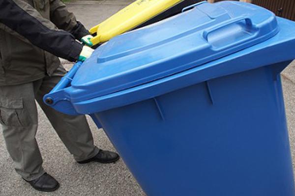 Müll und Hitze – eine schwierige Situation